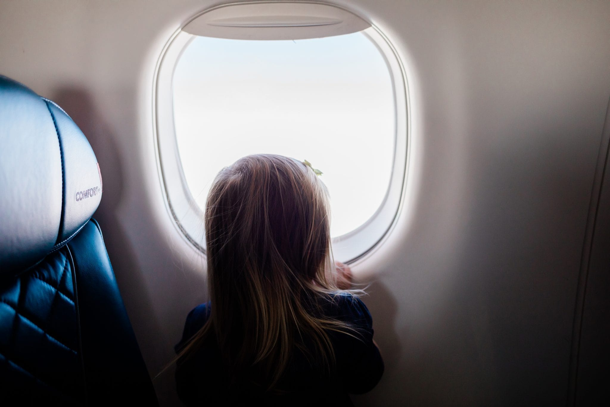 5 Easy Tips For Flying With A Toddler Abroad